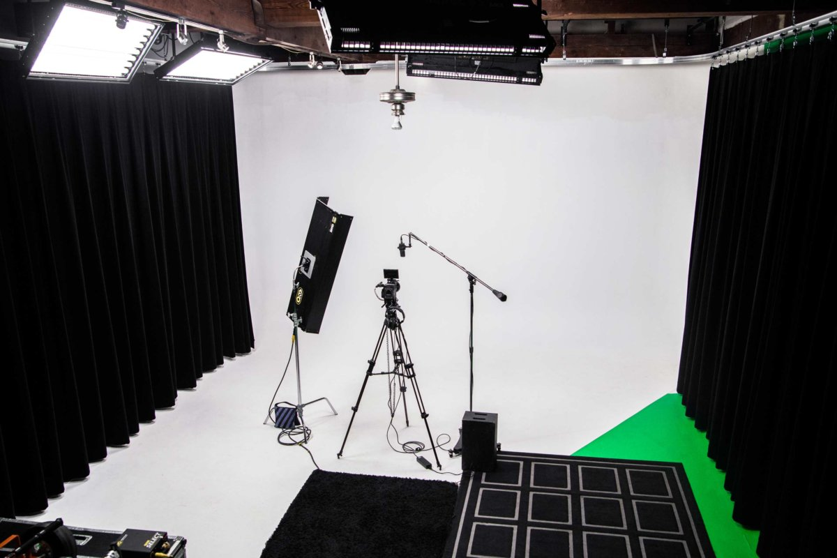 Studio-713-Cyclorama-Room-from-Ceiling-With-Curtains