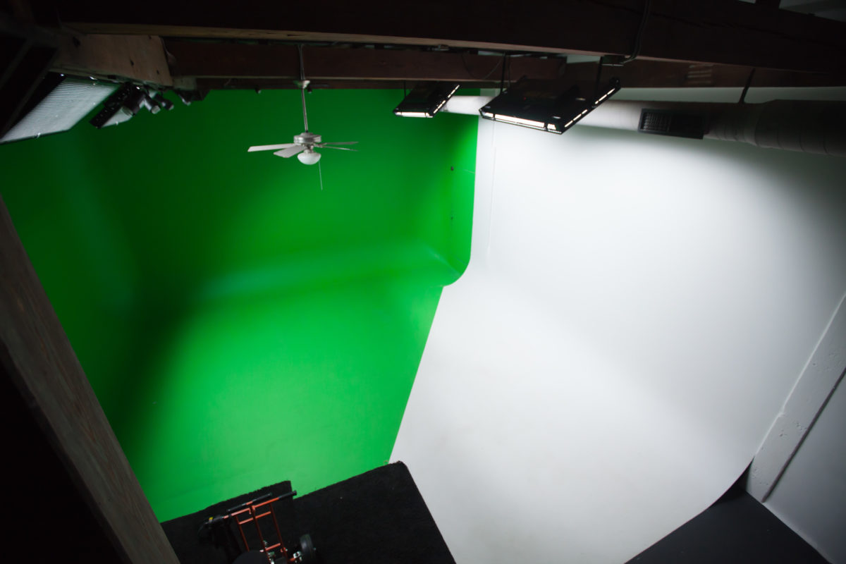 studio-713-cyclorama-room-from-ceiling